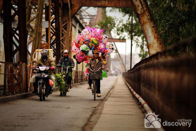 Legendary Long Bien Bridge - Hanoi city tours