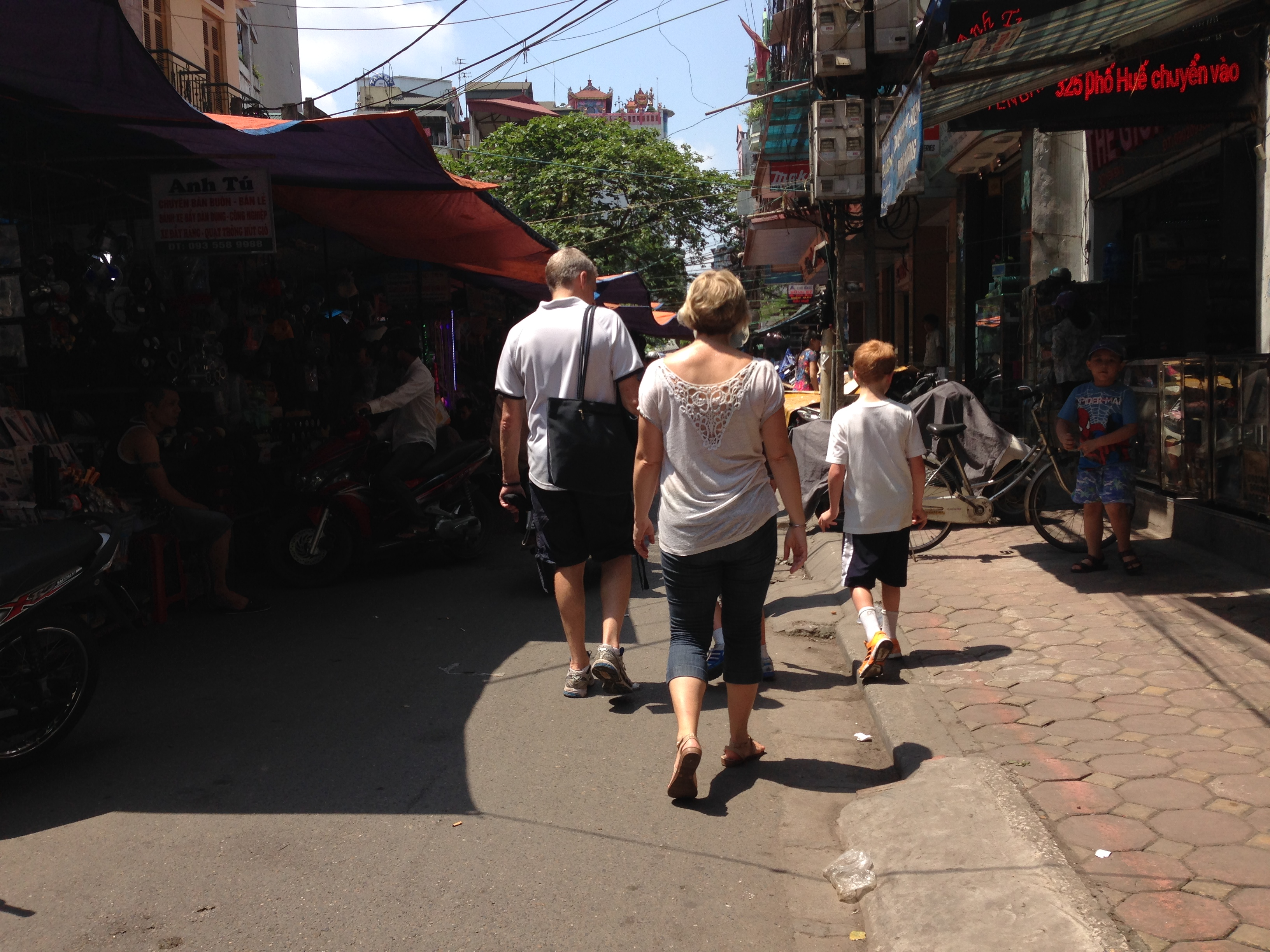 Walking in Thinh Yen Flea Market - Hanoi motorbike city tour