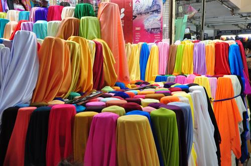 Clothing at Dong Xuan market - Hanoi city day tour 18
