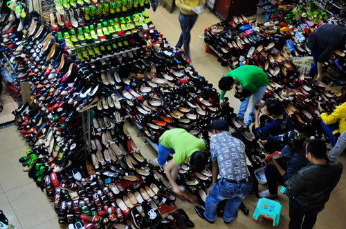 Shoes and sandals at Dong Xuan market - Hanoi city day tour 18