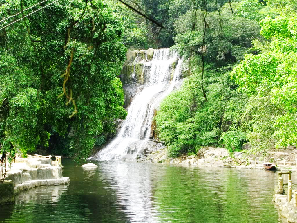 Ao Vua Khoang Xanh Day trip from Hanoi 1