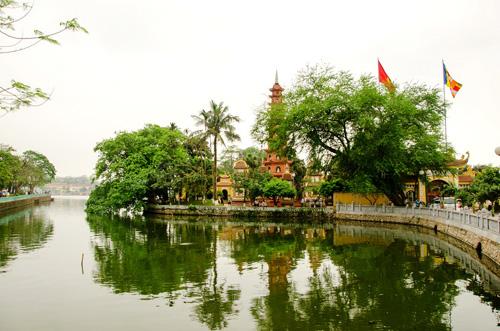 The most ancient Tran Quoc Pagoda - Hanoi cultural city tour
