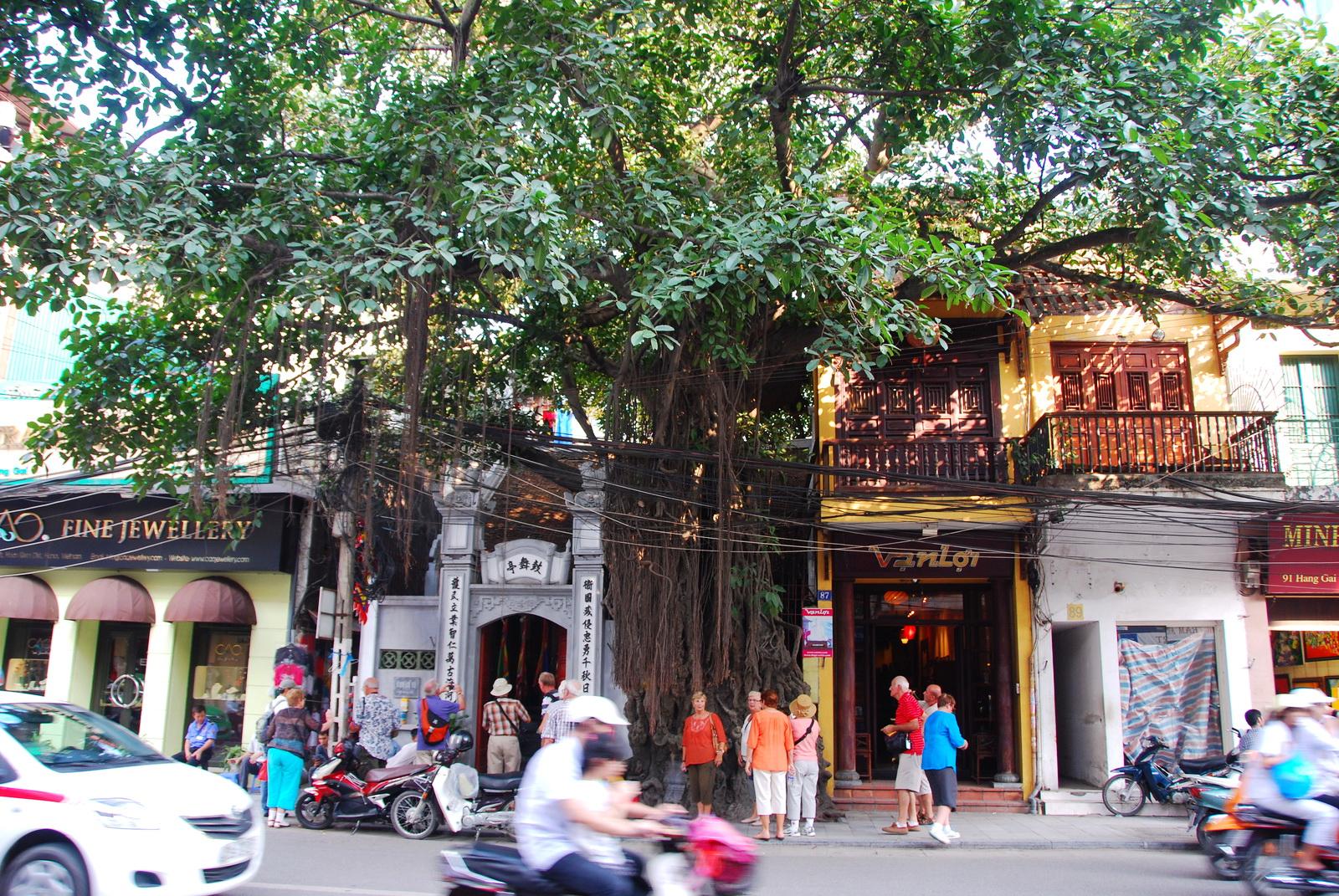 Silk shops in Hang Gai Hanoi Old Quarter walking tour
