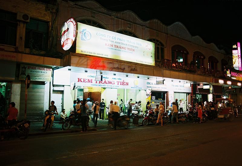 Trang Tien ice cream Hanoi by night city tour