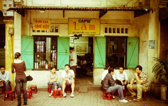 Lam cafe Nguyen huu huan - things to do in Hanoi