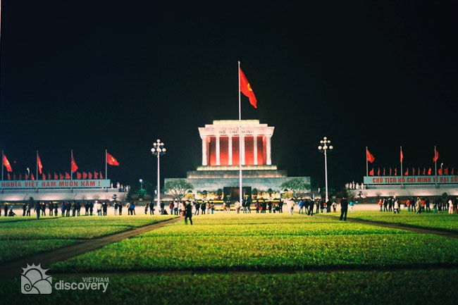 Ba Dinh Square and Ho Chi Minh Mausoleum at night - Hanoi city tour in 24 hours