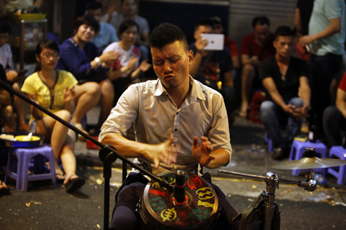 EH-Outdoor-stage-of-Jazz-music-in-Hanoi-celebrating-60th-liberation-day-2