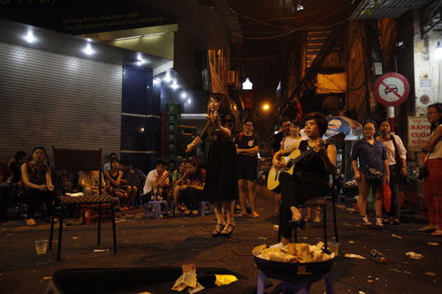 EH-Outdoor-stage-of-Jazz-music-in-Hanoi-celebrating-60th-liberation-day-3