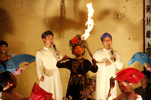 EH-Small-girls-performed-at-Outdoor-stage-of-Chau-Van-in-Hanoi-celebrating-60th-liberation-day