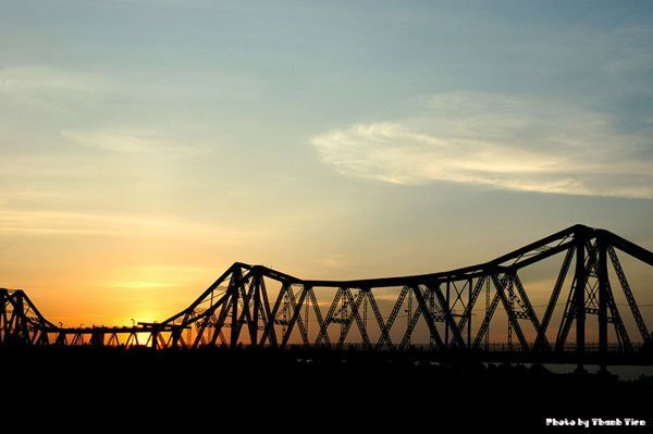 Sunrise over Long Bien Bridge - Hanoi city tour in 24 hours