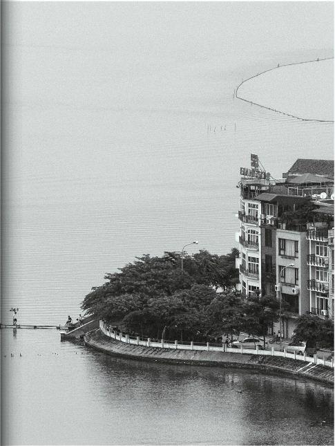 EH-A-corner-of-West-Lake-Hanoi-city-tour