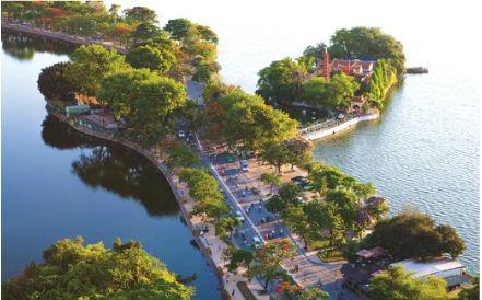 EH-Overview-West-lake-Hanoi-city-tour-1.JPG