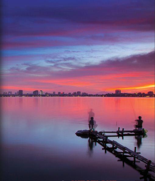 EH-West-lake-at-Sunset-Hanoi-city-tour-1