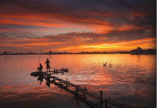 EH-West-lake-at-Sunset-Hanoi-city-tour-5