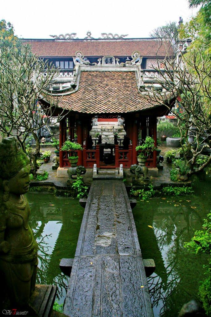 Ancient stone bridge of Nam Dinh at Thanh Chuong Viet Palace - Hanoi day trip