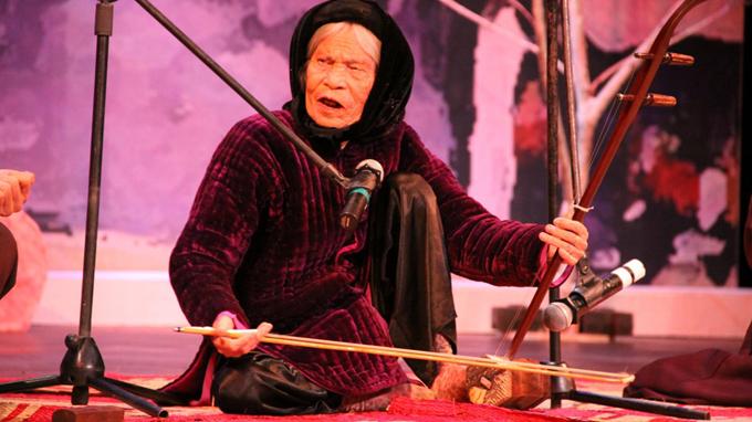 The famous artist of Xam singing - Hanoi culture tour