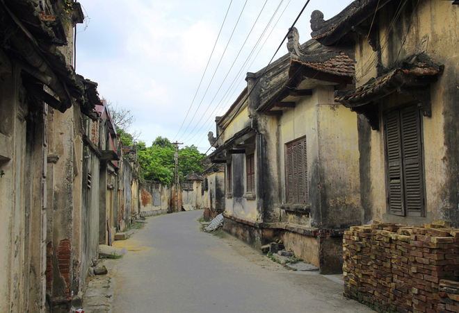 Ancient house at Cuu Village - weekend tour from Hanoi