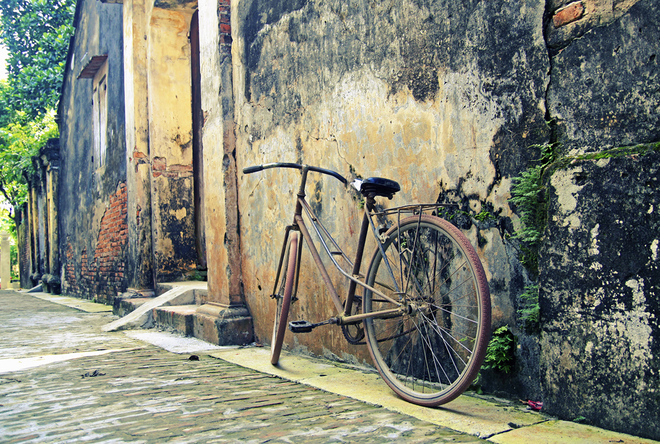 Old bicycle Cuu Village - weekend tour from Hanoi