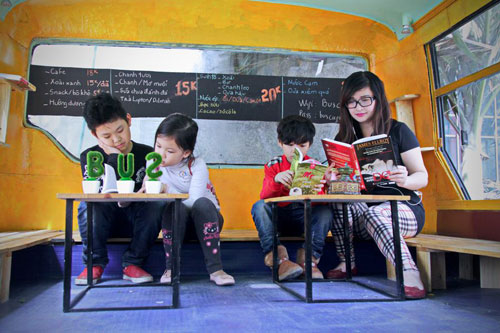 Bus cafe attractive for the young - Things to do in Hanoi