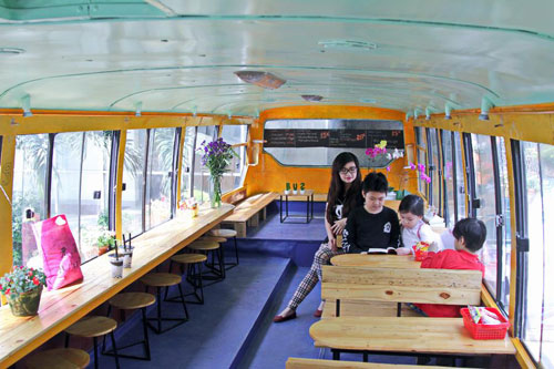 Bus cafe Hanoi welcome 100 customers per day - Things to do in Hanoi