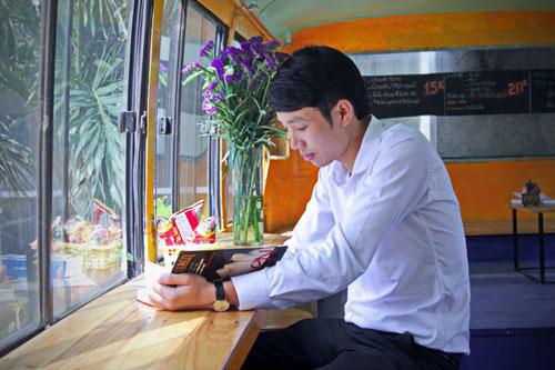 Bus cafe Hanoi for reading - Things to do in Hanoi