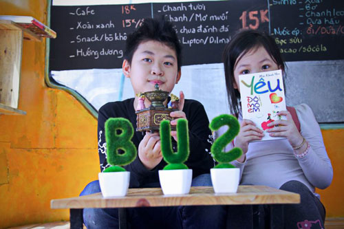 Bus cafe Hanoi attracts children - Things to do in Hanoi