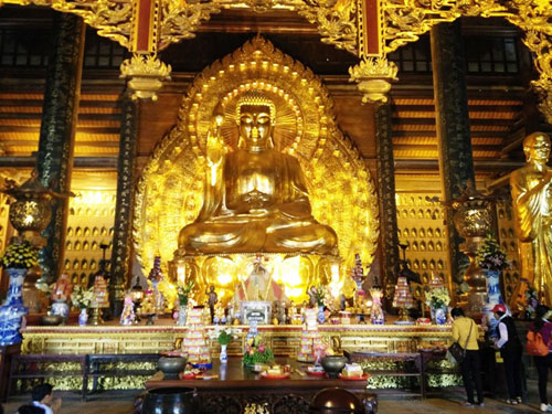 Asia's largest statue at Bai Dinh Pagoda - Day trip from Hanoi