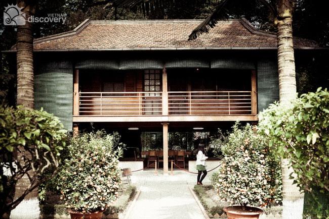 Ho Chi Minh's stilt house - Tour in Hanoi