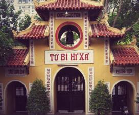 Quan Su pagoda - Hanoi city tour by motorbike
