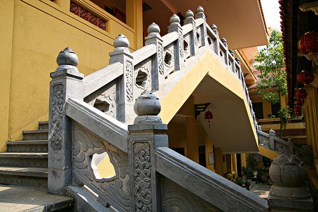 Quan Su Pagoda - Hanoi tour by motorbike
