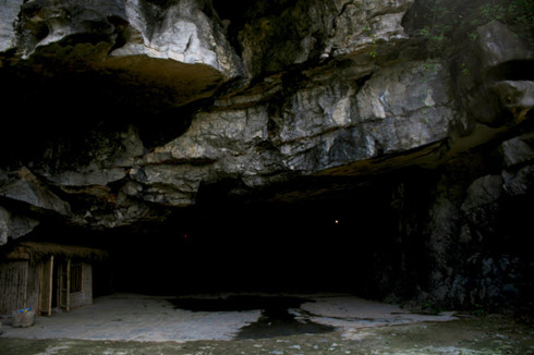 A cave in the area - Tour from Hanoi to Ninh Binh