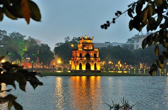 Travel-vietnam-hoan-kiem-lake
