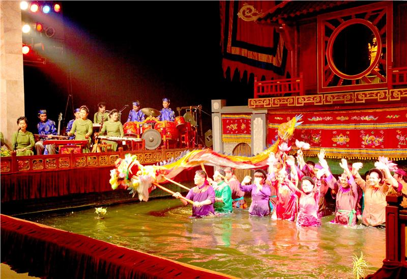 water-puppet-show-72-hours-in-hanoi