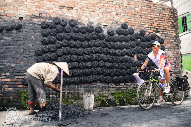 Cycling in Bat Trang Pottery Village - Hanoi cycling day tour