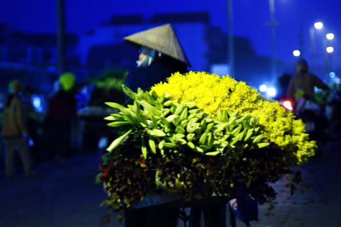 Bicycle of flowers at Hanoi's night market - Things to do in Hanoi