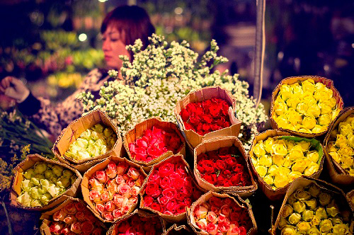 Flowers are piled up at night flower markets - Things to do in Hanoi