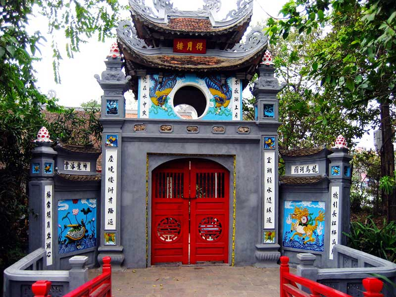 The entrance gate to Ngoc Son Temple on Hoan Kiem Lake - Hanoi city tours