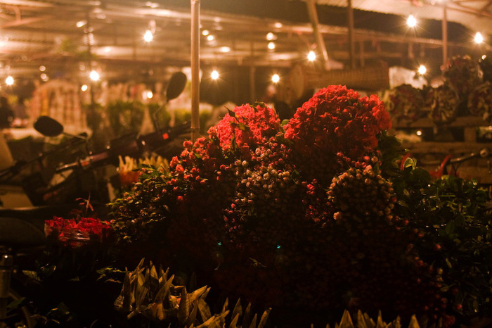Flower market at night - Things to do in Hanoi