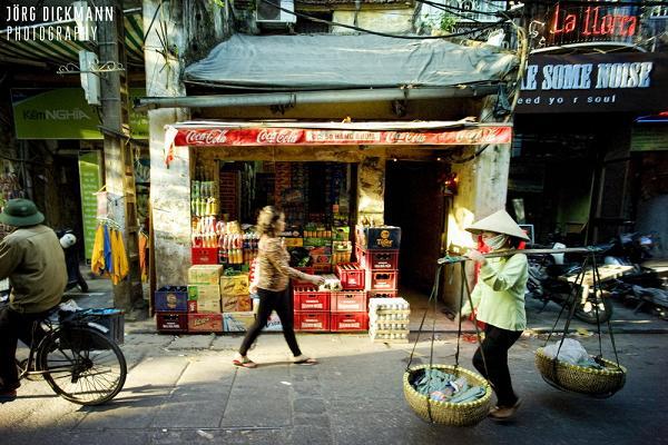Vendors in Hanoi street - Hanoi traffic & Tours in Hanoi