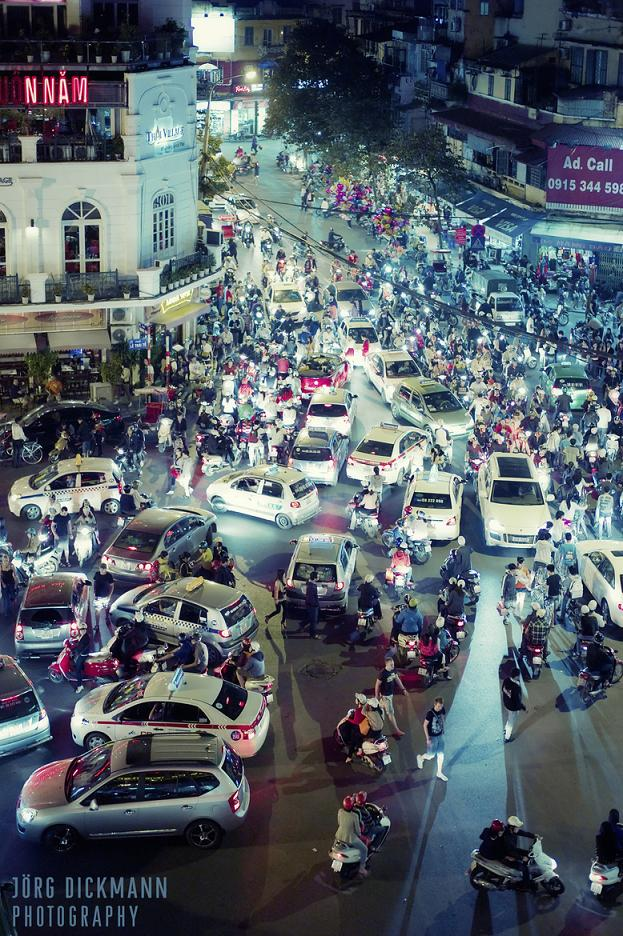 Crowded streets in Hanoi traffic - Tours in Hanoi