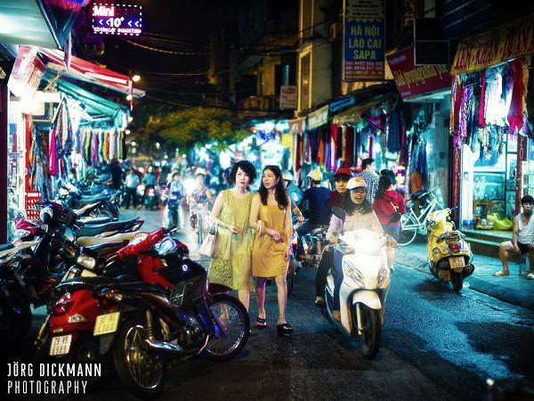 Walking in Hanoi Old Quarter at night - Hanoi traffic & Tours in Hanoi