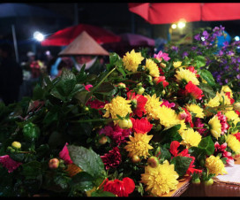 Night flower market in Hanoi - Hanoi tours