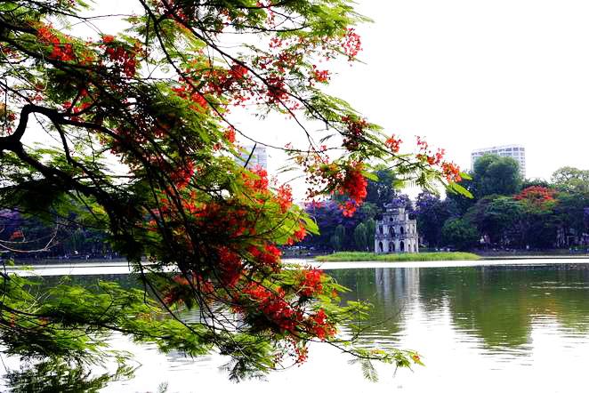 Hoan Kiem Lake in Summer - Hanoi city tour