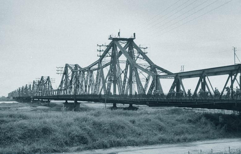 Long Bien legendary Bridge - Hanoi tours