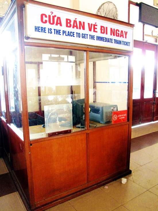 Ticket gate at Hanoi station - Hanoi tours