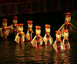 Watching Water puppetry show - Hanoi city tour 16