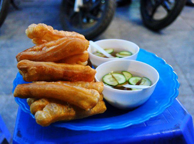 Fried bread sticks in Hanoi's sidewalk - Hanoi street food tour