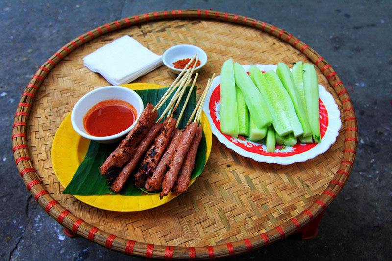 A famous Hanoi grilled sausages in Old Quarter - Hanoi street food tour