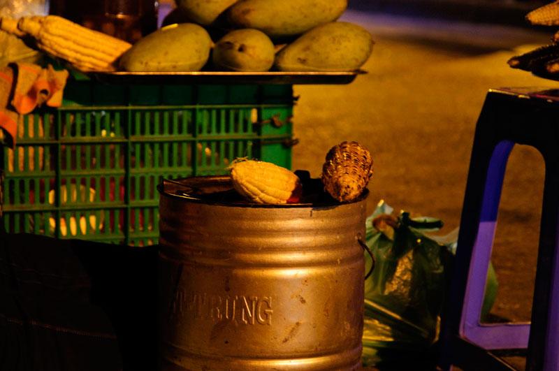 Grilled corn in a winter Hanoi - Hanoi street food tour