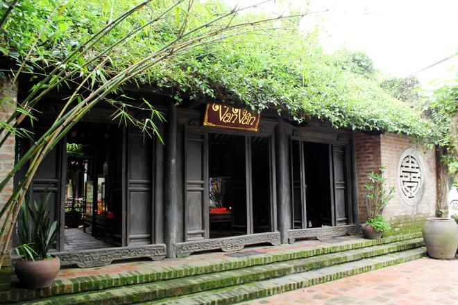 Van Van House Bat Trang Village cycling day tour in Hanoi